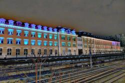 Vue de nuit de l'ancienne Manufacture des tabacs, devenue le siège de l'Université Lyon III