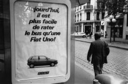 [Abribus Decaux : publicité pour les voitures Fiat]
