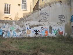 Dessins Sauvages sur mur délaissé