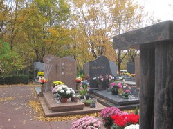 [Parc-cimetière du Grand-Lyon à Bron : les tombes]