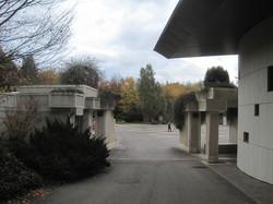 [Parc-cimetière du Grand-Lyon à Bron : l'esplanade]