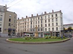 [Rond-point de la place Joannès-Ambre]