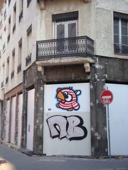 A l'angle des rues Chalopin et Saint-Michel