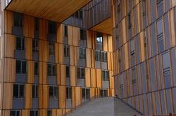Entrée d'immeuble bois