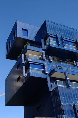 Toit d'immeuble bleu