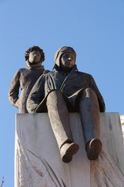 [Monument célébrant le centenaire de la naissance de Saint-Exupéry]