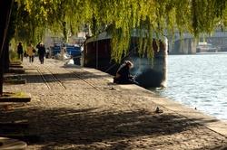[Les promeneurs sur les quais de Saône]