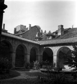 Crémieu (Isère) : cloître