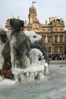 La fontaine Bartholdi gelée