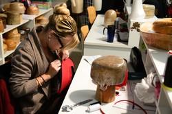 Lycée professionnel Camille Claudel (Lyon 4e) : une étudiante dans l'atelier de chapellerie