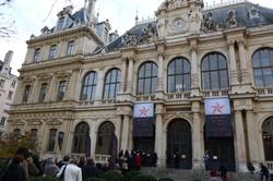 Entrée au marché des soies du Palais du Commerce (Lyon 2e)