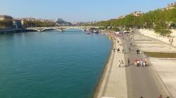 Promenades sur les quais du Rhône