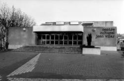 [Centre culturel Jean-Villar à Neuville-sur-Saône]