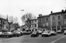 [Oullins (Rhône). La place Anatole-France]