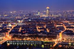 [Panorama nocturne de la ville de Lyon]