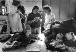 [Femmes bosniaques dans les locaux de l'association humanitaire EquiLibre]