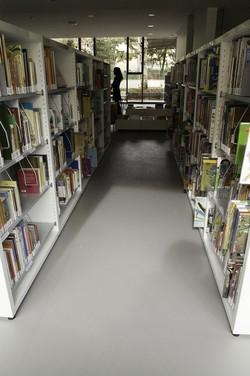 [Rayons enfants de la bibliothèque du Point du Jour dans le 5e arrondissement]