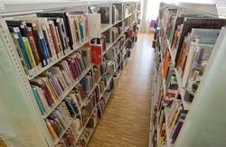 [Salle adulte de la bibliothèque de la Duchère du 9e arrondissement]