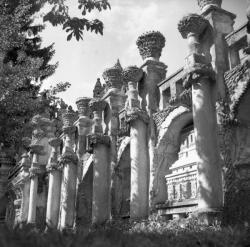 [Vue latérale du Palais Idéal : façade Ouest]
