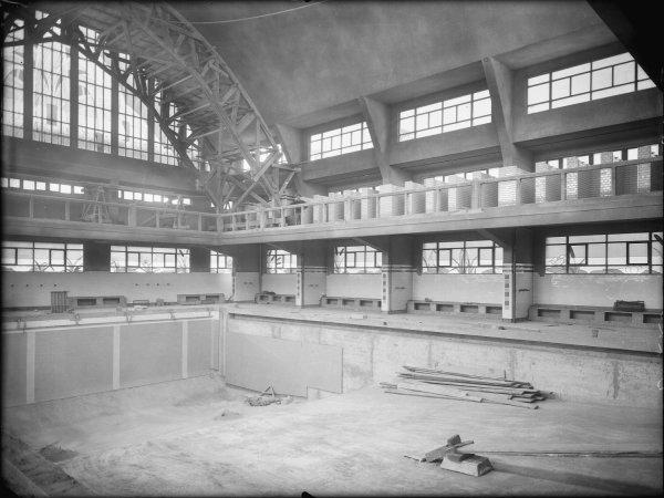 [Piscine Garibaldi : construction du bassin des hommes et des cabines individuelles de déshabillage de l'établissement balnéaire]