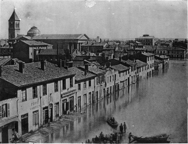 Inondations de Lyon (1856) : vue de l'avenue de Saxe, de l'église et de la place Saint Pothin