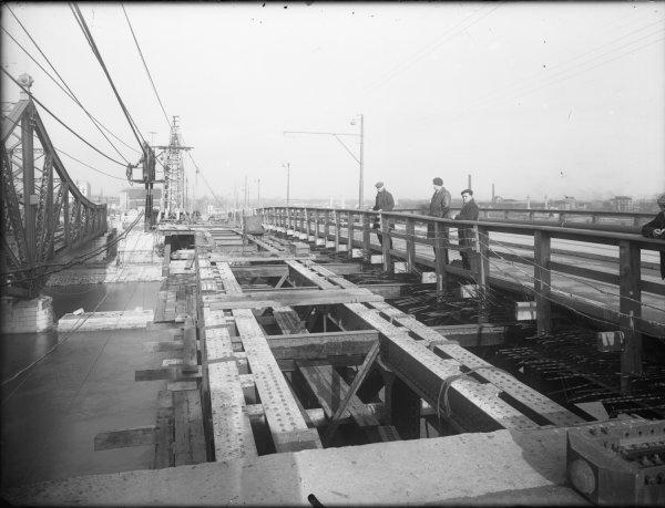 [Reconstruction de la travée centrale du pont de La Mulatière]