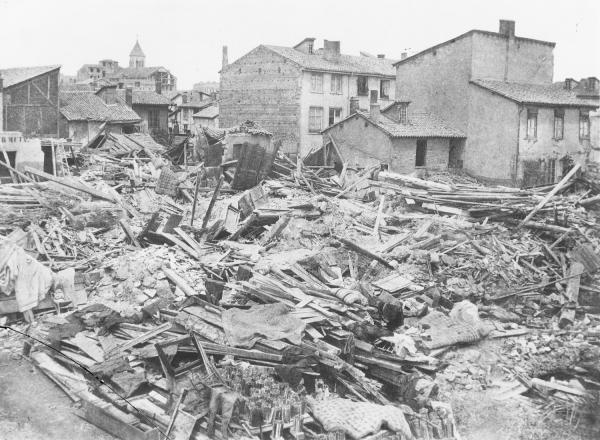 [Inondations de Lyon (1856) : vue des dégâts causés par les eaux, rue Madame]