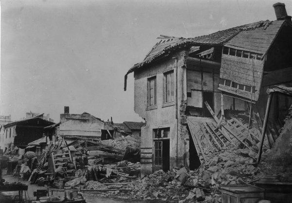 [Inondations de Lyon (1856) : vue des dégâts causés par les eaux : vue d'une partie des Brotteaux, rue Madame]