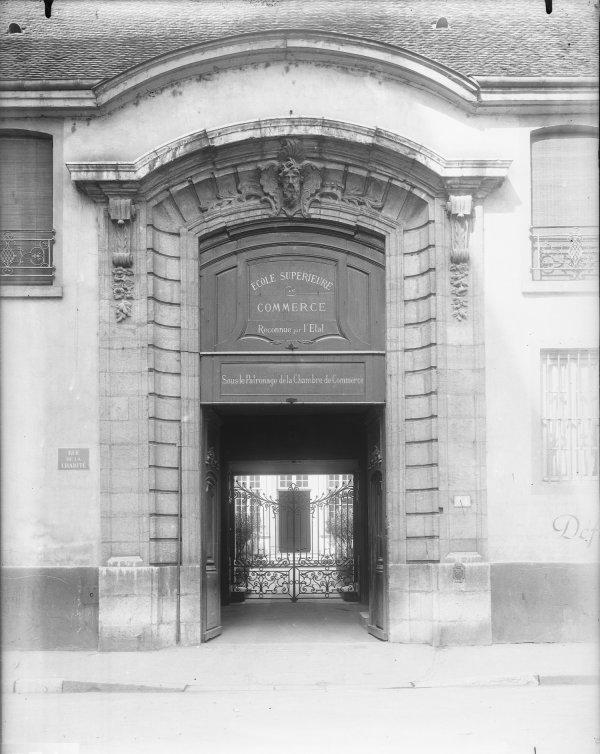 [Ecole supérieure de Commerce de Lyon : portail d'entrée]