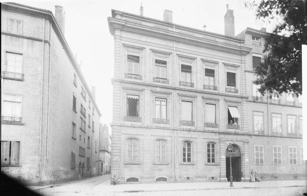 [27, place Bellecour : hôtel de Ponsaimpierre, à l'angle de la rue Boissac]