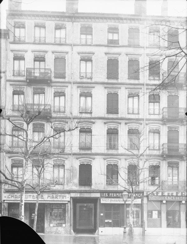 [Immeuble appartenant au Crédit à l'Epargne (Lyon)]