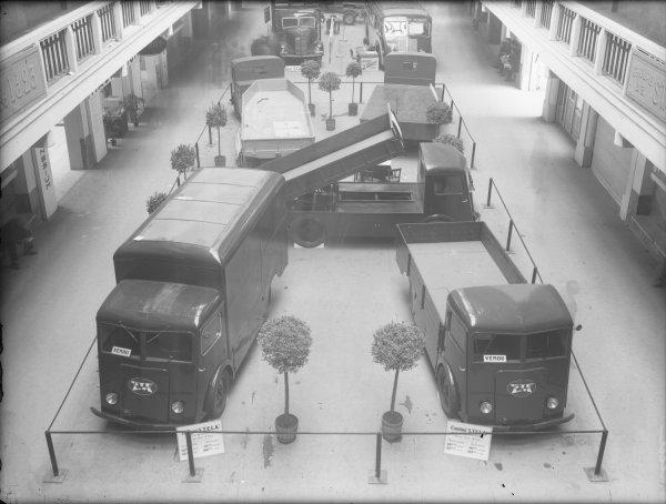 [Foire internationale de Lyon : camions Stela au Palais de la Foire]