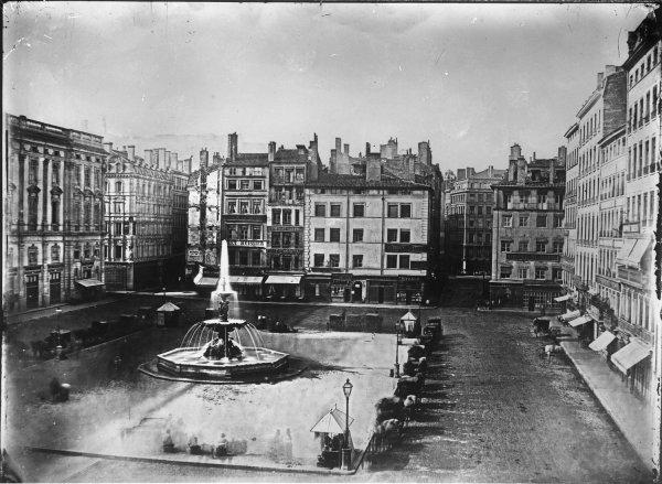 [Grands travaux d'urbanisme du Second Empire : élargissement du débouché de la rue Saint-Pierre]