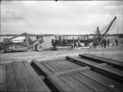 [Compagnie nationale du Rhône (CNR) : construction du port Edouard Herriot : chenille]