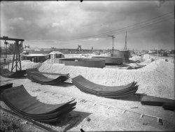 [Compagnie nationale du Rhône (CNR) : construction du port Edouard Herriot : construction de citernes]