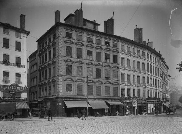 [Quai de Bondy : ancienne rue des 13 Cantons et immeubles démolis en 1902]