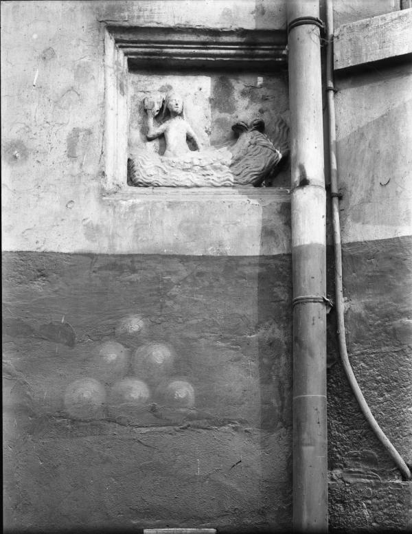 """[Quai de Gère, à Vienne : statue """"La Sirène""""]"""
