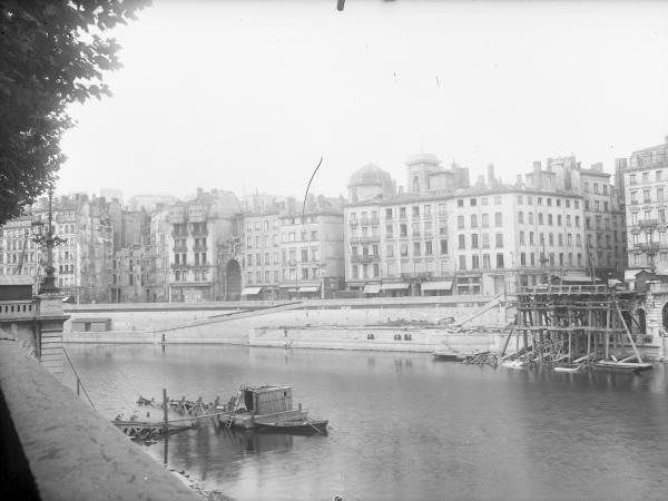 [Reconstruction du pont La Feuillée]