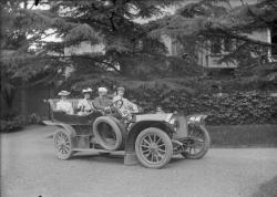 Quatre passagers dans une voiture