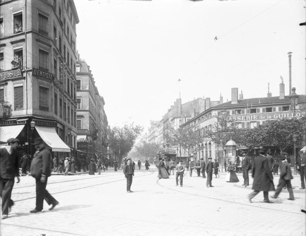 [Brasserie de la Guillotière Place du Pont]