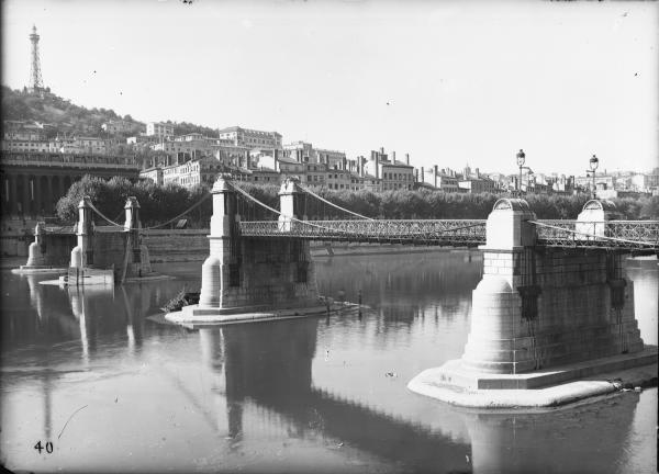 [Destruction des ponts de Lyon par l'armée allemande (1944) : pont du Palais de Justice]