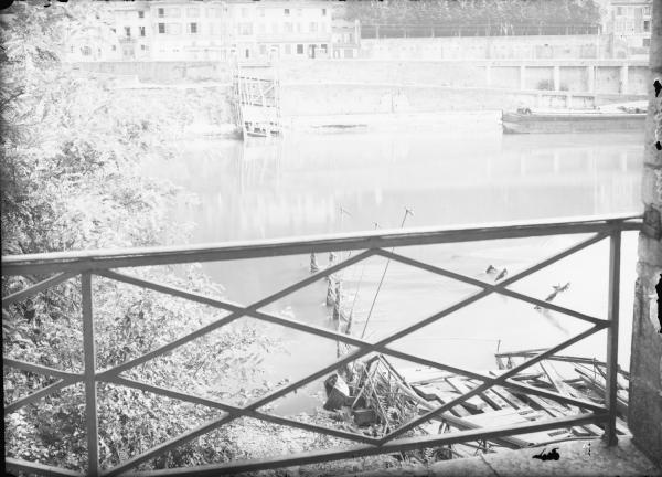 [Destruction des ponts de Lyon par l'armée allemande : pont de l'Ile Barbe]