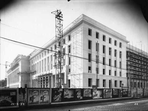 [Construction de l'Hôtel des Postes, Télégraphes et Téléphonies de Lyon (1934-1938) : les façades en cours d'achèvement]