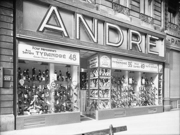 5c2eb966912 Photographes en Rhône-Alpes   Devanture d un magasin de chaussures ...