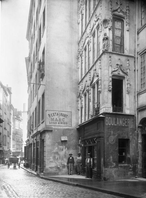 [14, rue Lainerie. Maison de style gothique]