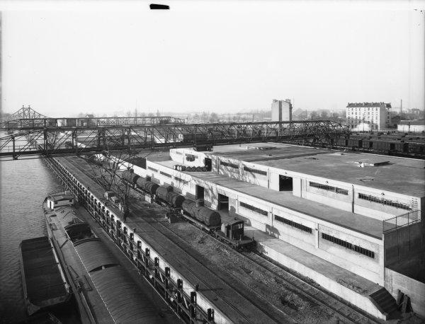 [Port Rambaud : voie de chemin de fer et ponts métalliques mobiles]