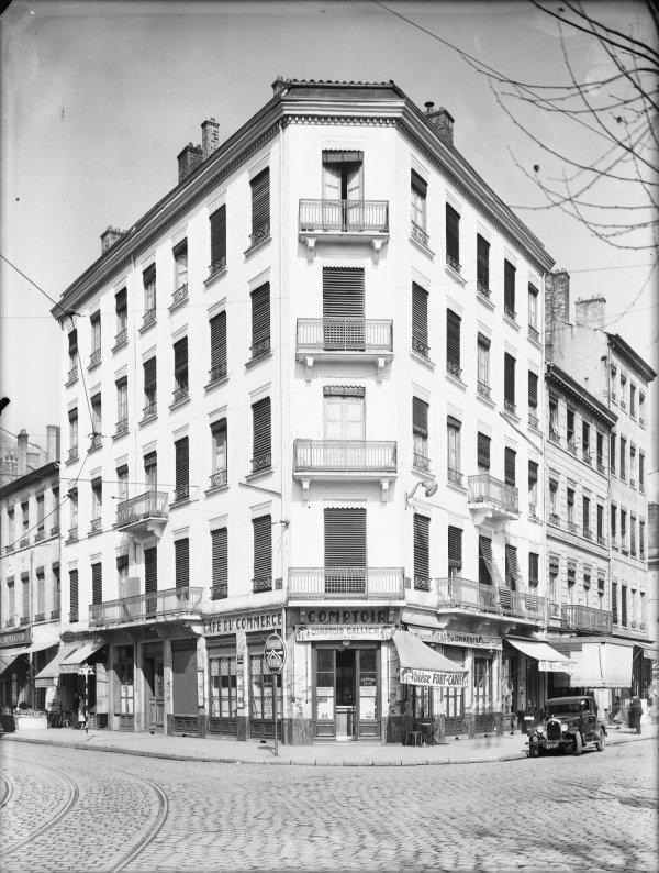 [Immeuble appartenant au Crédit à l'Epargne (Lyon) : café du Commerce]