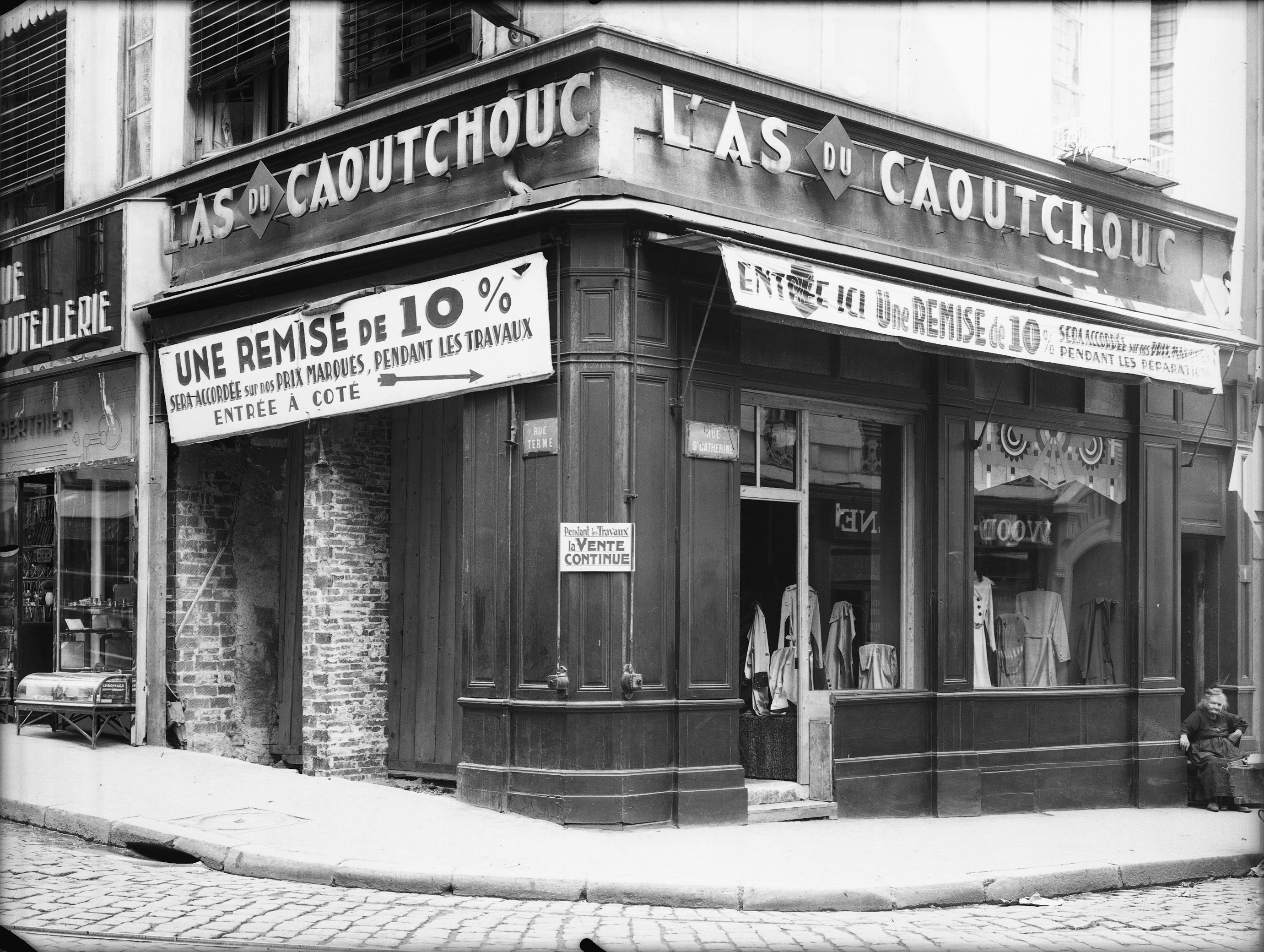 photographes en rh ne alpes devanture du magasin l 39 as du caoutchouc rue sainte catherine. Black Bedroom Furniture Sets. Home Design Ideas
