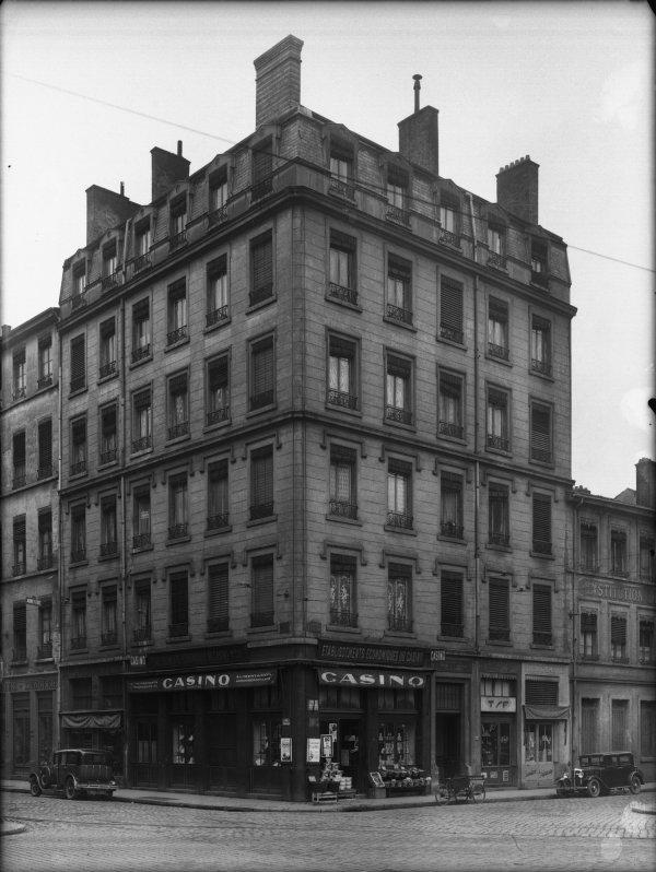 [Immeuble appartenant au Crédit à l'Epargne (Lyon) : immeuble d'angle rue du Professeur Weill]