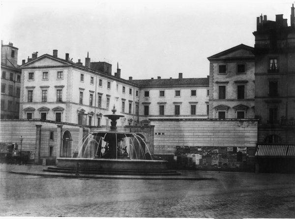 [La place des Jacobins et l'hôtel de la Préfecture du Rhône]